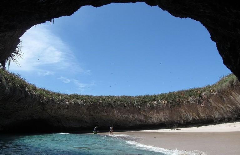 Parque_Nacional_Islas_Marietas_(9372075457)