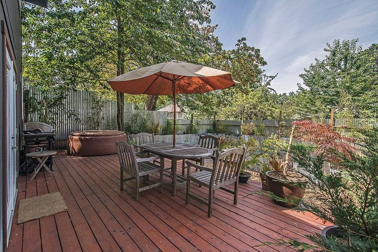 Patio with Grill and Hot Tub | © Airbnb