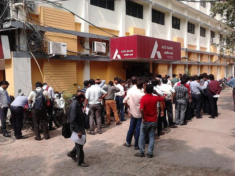 Queue_at_Bank_to_Exchange_INR_500_and_1000_Notes_-_Salt_Lake_City_-_Kolkata_2016-11-10_02103
