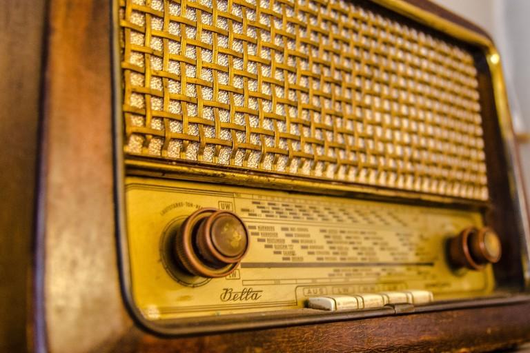radio-2704963_1920