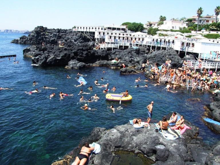 Scogliera_Aci_Castello-Sicilia-Italy-Castielli_CC0_HQ_-_panoramio_-_gnuckx_(6)