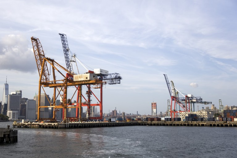 Cranes at the Red Hook Container Terminal in Brooklyn | © Goran Bogicevic/Shutterstock