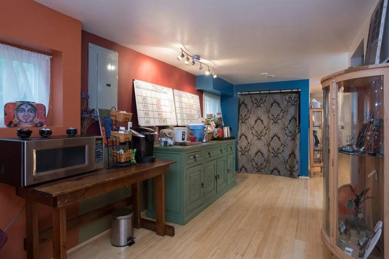 Side Bar | © Airbnb