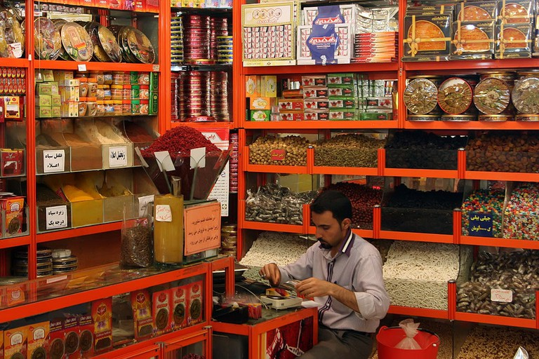Spice shops also sell local sweets and nuts | © Muhammad Mahdi Karim / Wikimedia Commons