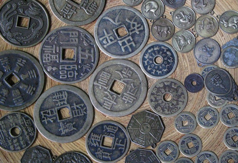 Bronze coins used in Vietnam during the dynastic era   © Anders Alexander/Flickr (modified)