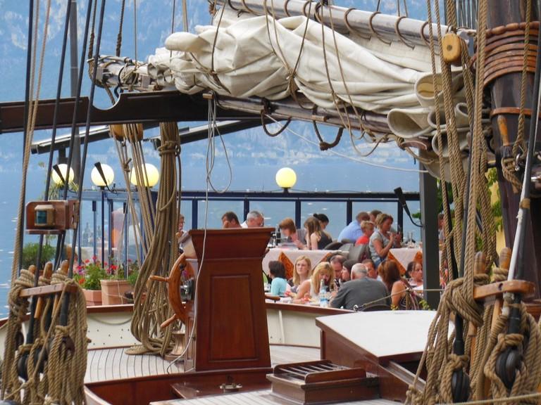 water-boat-restaurant-home-vehicle-amusement-park-1007649-pxhere.com