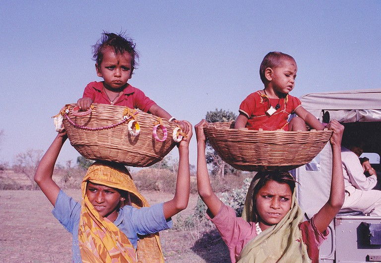 Young_mothers_carring_their_children_on_head_India