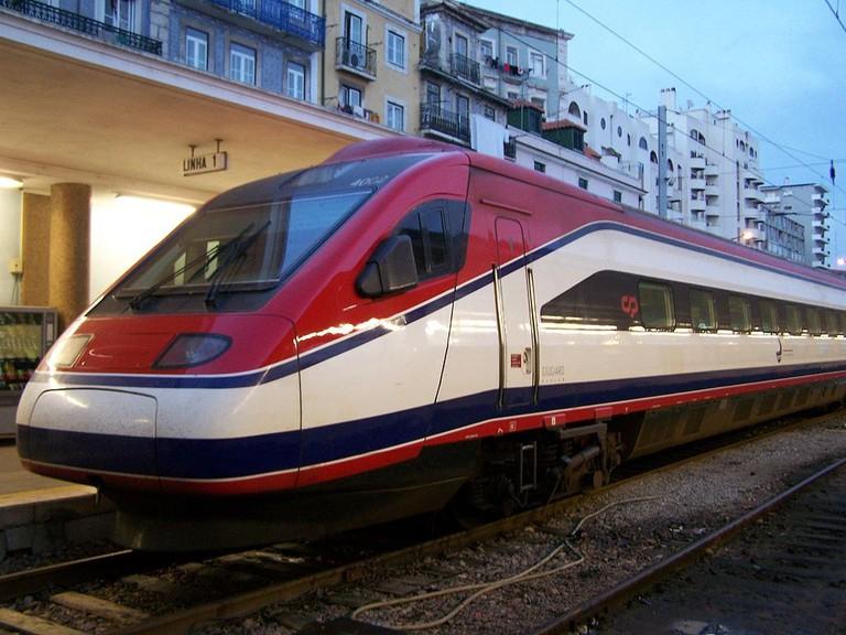 1024px-Alfa_Pendular_CP_Lisboa_Santa_Apolonia