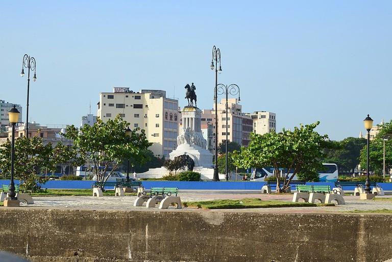 1024px-CUBA_-_panoramio_(11)