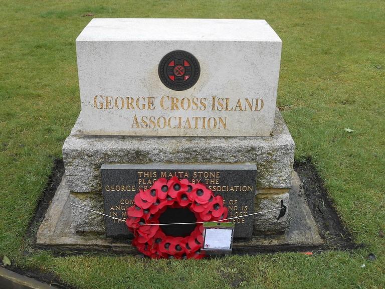 1024px-George_Cross_Island_Association_Malta_Stone_memorial,_St_Lukes,_Liverpool_(1)