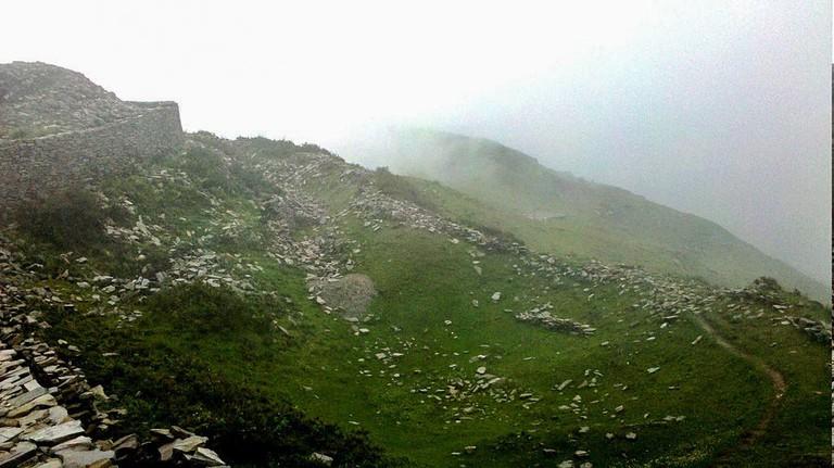 1024px-The_Ruins_of_Raghu_Pur_Garh