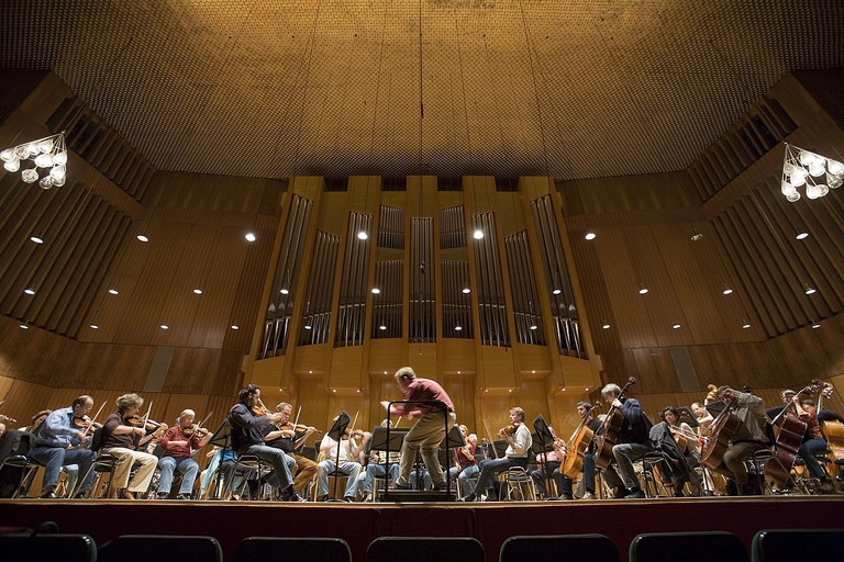 1200px-Munich_-_Orchestra_rehearsal_in_the_Musikschule_-_5671