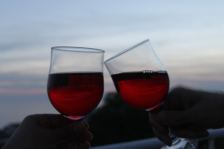 Cheers!   © Connie/Flickr