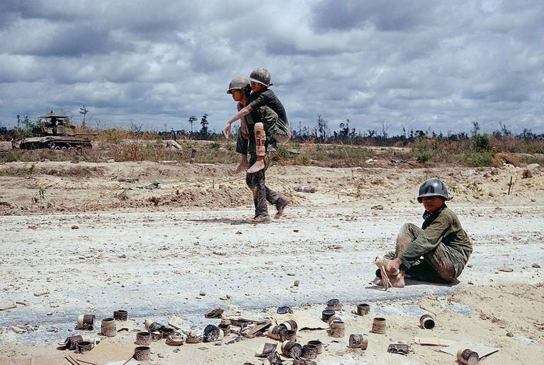 South Vietnamese Troops | © manhhai/Flickr (original by Bruno Barbey)