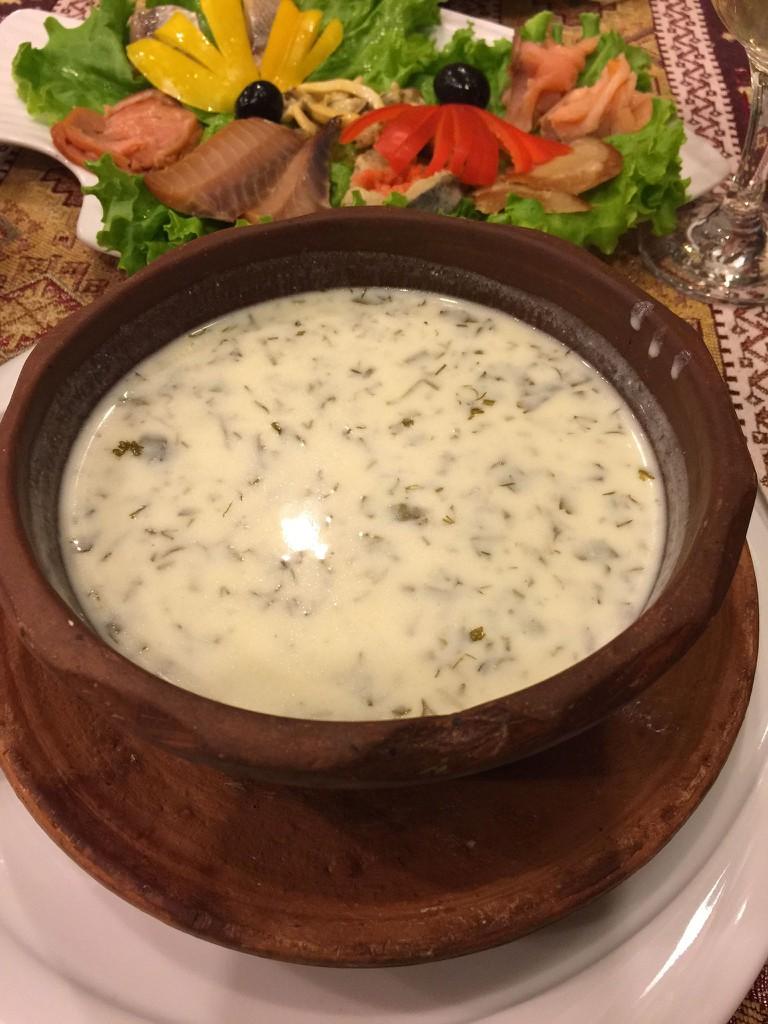 Traditional Azerbaijan yoghurt with herbs soup | © shankar s./Flickr