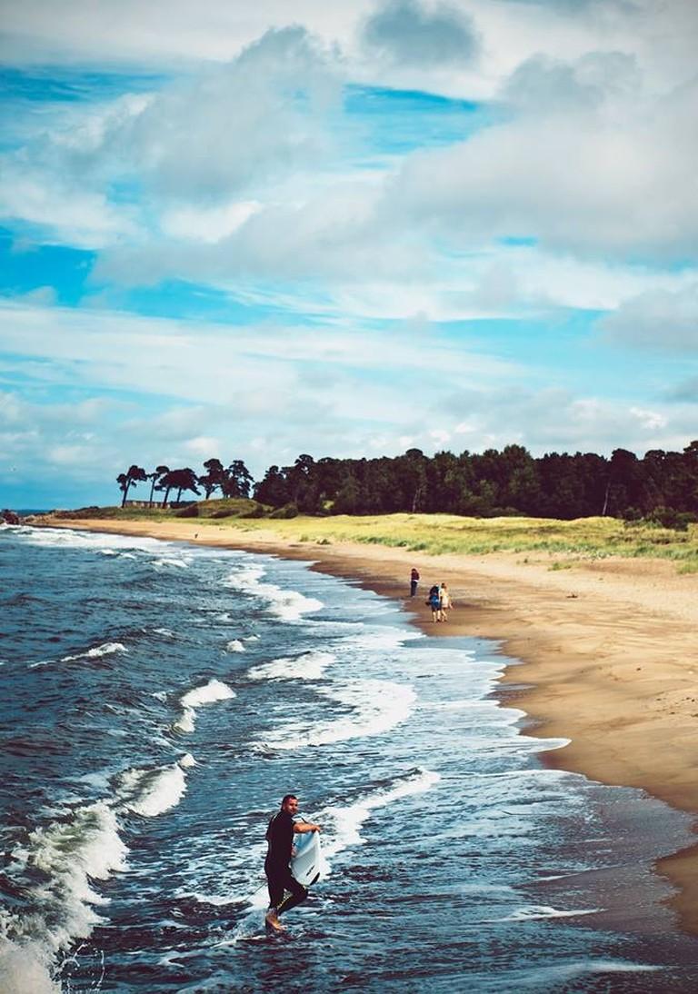 Surfing in Latvia | © Līga Vītola