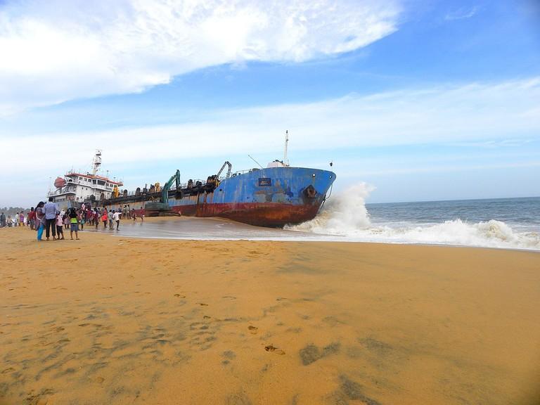 6.dredger_at_mundakkal_beach