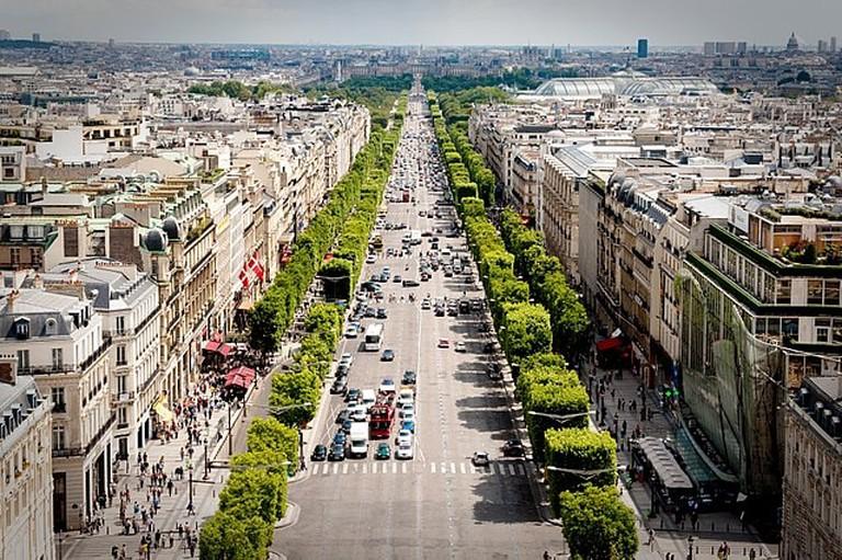 640px-Avenue_des_Champs-Élysées_July_24,_2009_N1