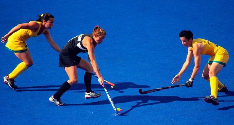 Australia battles New Zealand in women's hockey   © Ross Huggett/Wikimedia Commons