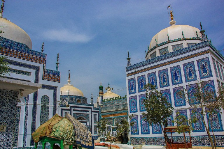 Backside_of_tomb_of_Bhitshah
