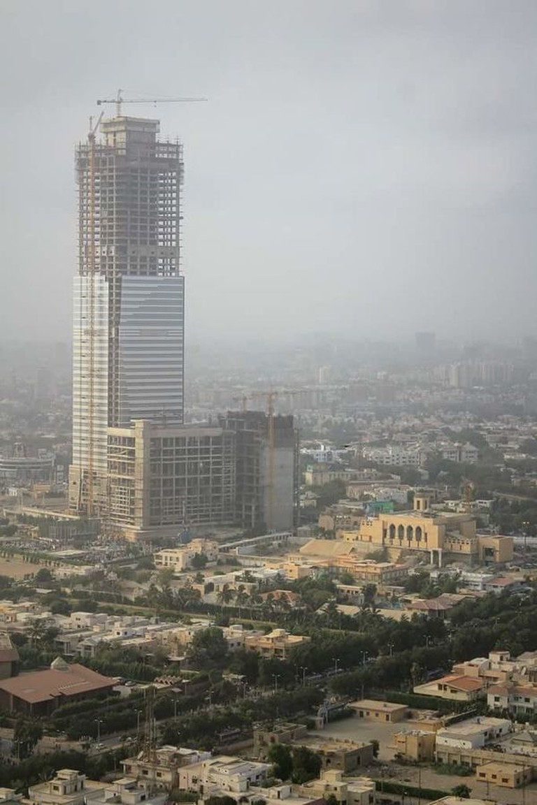 Bahria_Icon_Tower_Underconstruction_March,_2016
