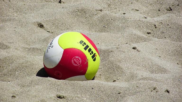 beach-volley-1538932_1280