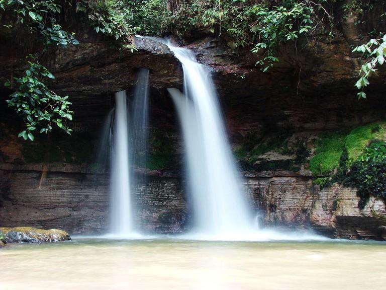 Cachoeira_Cascata_da_Pedra_Furada,_Presidente_Figueiredo,_AM