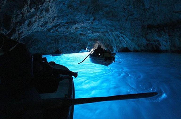 "Grotta Azzurra, Capri, Italy |<a href=""https://commons.wikimedia.org/wiki/File:Capri_(Italien);_Blaue_Grotte_3.jpg"" target=""_blank"" rel=""noopener"">©Colling-architektur/WikiCommons</a>"