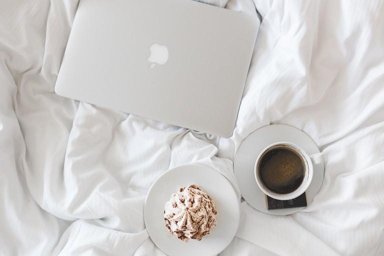 https://pixabay.com/en/coffee-cup-apple-laptop-working-1284041/