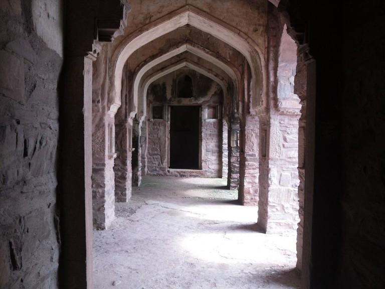 Inside the fort Arindambasu2 WikiCommons