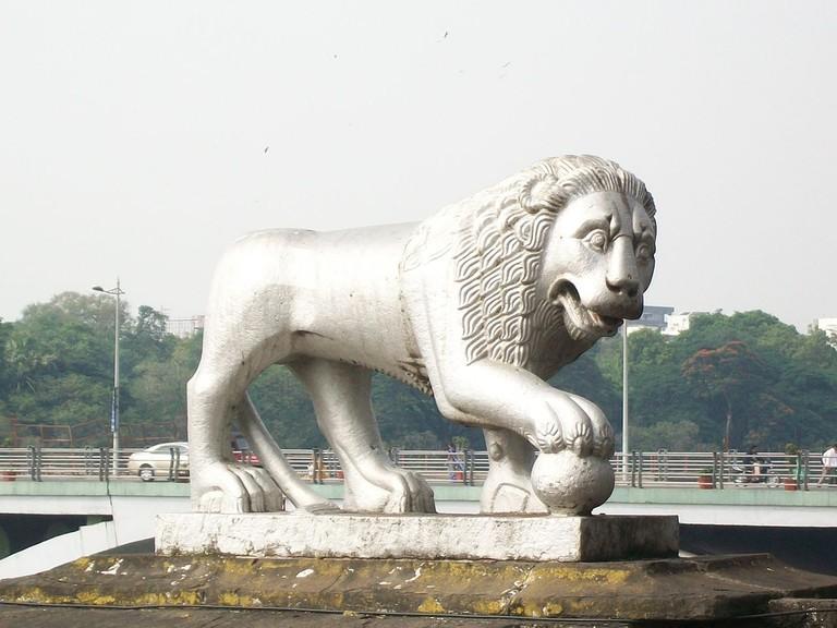 Lion Statue at Bund Garden Bidge 1 in Pune