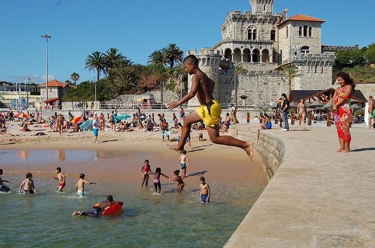 https://commons.wikimedia.org/wiki/File:Praia_do_Tamariz_(3802173322).jpg