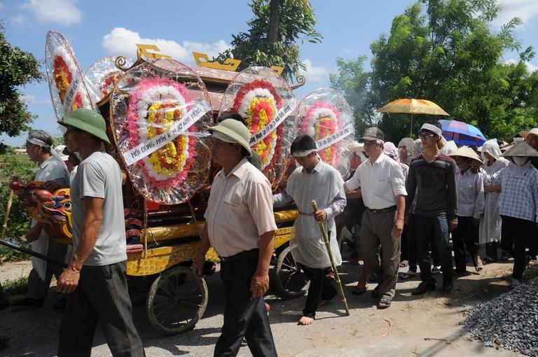 Funeral march   © Jimmy Tran/Shutterstock
