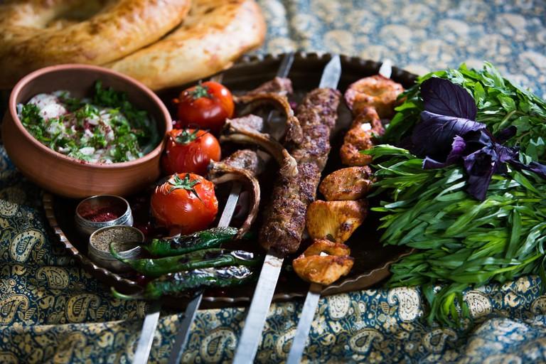Mouthwatering Azerbaijani kebab | © Evru/Shutterstock
