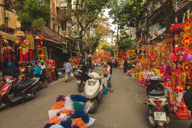 Picking up some decorations for Tet | © AngelaGrant/Shutterstock