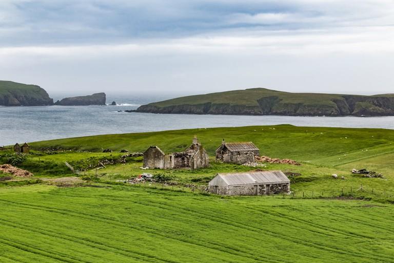 The Shetland coast  © ChrisNoe/Shutterstock