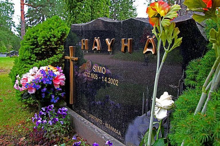 Simo_Häyhä's_grave
