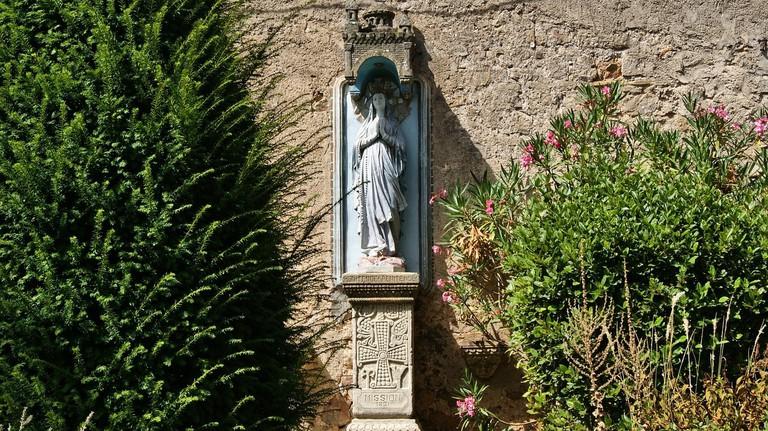 https://pixabay.com/en/statue-mary-religion-prayer-1349259/
