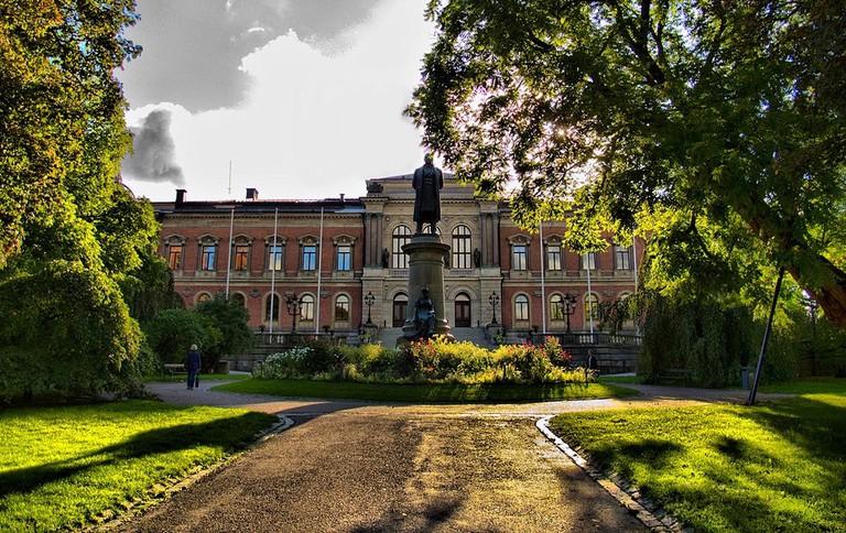 Statue_of_Geijer_in_front_of_Uppsala_University_-_panoramio