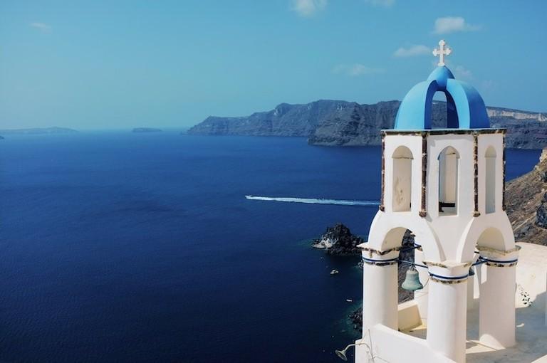 "Santorini, Greece | <a href=""https://unsplash.com/photos/vBSqbhMxSXw"" target=""_blank"" rel=""noopener"">©Stijn te Strake/Unsplash</a>"