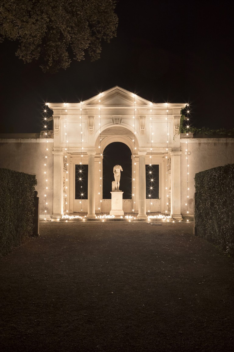 ''Untitled'' (America) by Felix Gonzalez-Torres against the Loggia of Cleopatra | © Courtesy of French Academy in Rome – Villa Medici