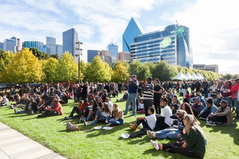 Crowds on the grass at Klyde Warren Park │Courtesy of Klyde Warren Park