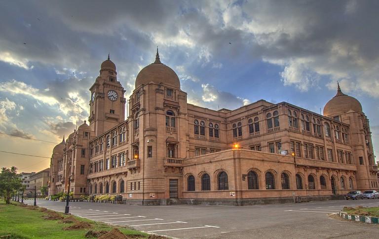 1280px-Karachi_Municipal_Corporation_(KMC)_Head_Office_at_M.A_Jinnah_Road_-_Photo_By_Aliraza_Khatri