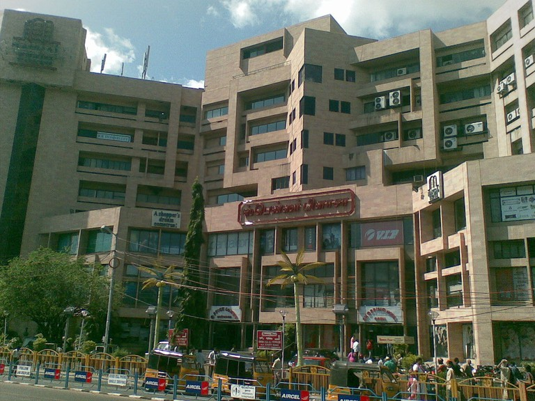 1280px-Spencer_Plaza_from_Anna_Salai