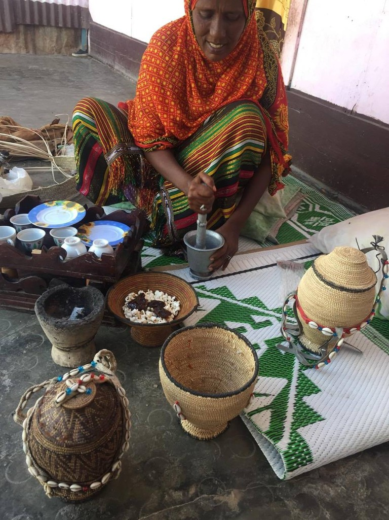 djibouti-afar-woman-household-visit-africa-local-culture