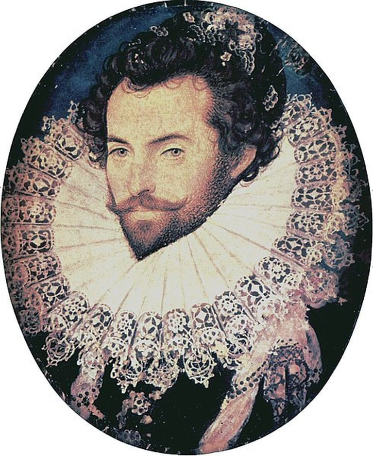 "Nicholas Hilliard, 'Portrait of Sir Walter Raleigh', c. 1585 | <a href=""https://commons.wikimedia.org/wiki/File:Sir_Walter_Raleigh_oval_portrait_by_Nicholas_Hilliard.jpg"" target=""_blank"" rel=""noopener"">© WikiCommons</a>"