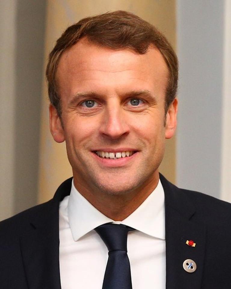 512px-Emmanuel_Macron_in_Tallinn_Digital_Summit._Welcome_dinner_hosted_by_HE_Donald_Tusk._Handshake_(36669381364)_(cropped) (1)