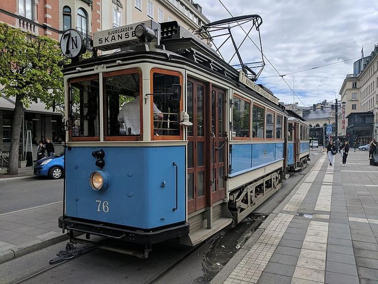 800px-Vagn_76_på_Djurgårdslinjen_bild_1