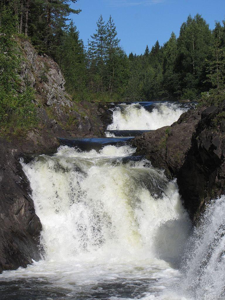 Водопад_Кивач_-_типичный_вид
