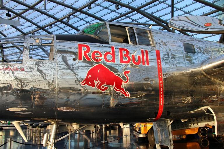 aircraft-2860354_1920